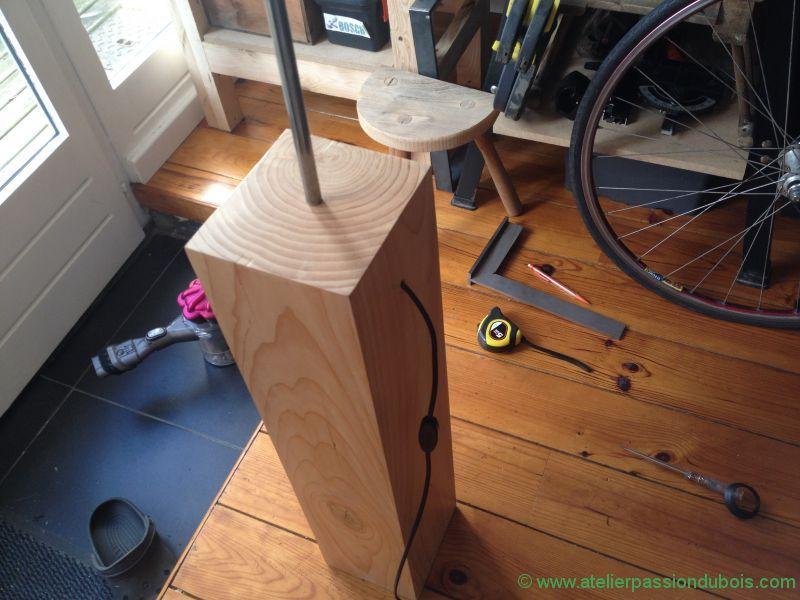 Lampadaire pied bois atelier passion du bois - Lampadaire bois et blanc ...