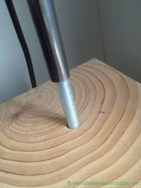 lampadaire pied bois atelier passion du bois. Black Bedroom Furniture Sets. Home Design Ideas