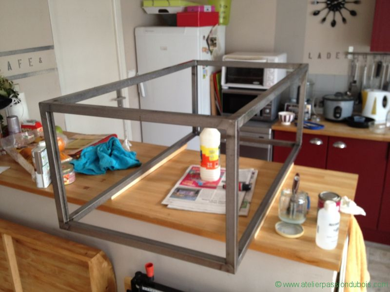 Faire une table basse metal for Table de salle a manger avec un touret