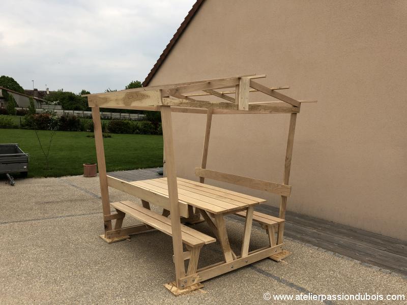 table bois pique nique couverte